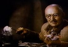 Albert Dekker in Dr. Cyclops trailer.jpg