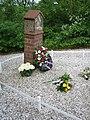 Alem (NL), 2009-05-07 20.31, Monument Jan Klingenweg.jpg