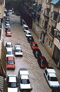 Calle Arquitecto Morell de Alicante durante las inundaciones de 1997