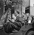 Als regel bestuurde Prins Bernhard zelf zijn jeep, Bestanddeelnr 900-2497.jpg