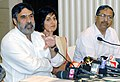 Anand Sharma briefing the media after meeting with Power loom Association, in Mumbai. The Textile Commissioner, Shri A.B. Joshi and the Joint Secretary, Ministry of Textiles, Smt. Sunaina Tomar are also seen.jpg
