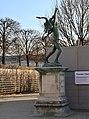 Antonin Carlès, Retour de chasse, jardin des Tuileries, Paris 1er.jpg