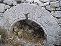 Arc à plein cintre du fort de Buoux.jpg