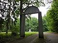 Atminties vartai Pivonijos miške Ukmergėje - panoramio.jpg