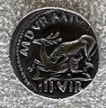 Augusto, denario di m. durmius con leone che attacca un cervo, 19 ac..JPG
