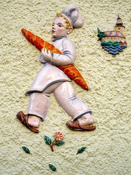 File:Bäckerjunge Gmunden.JPG