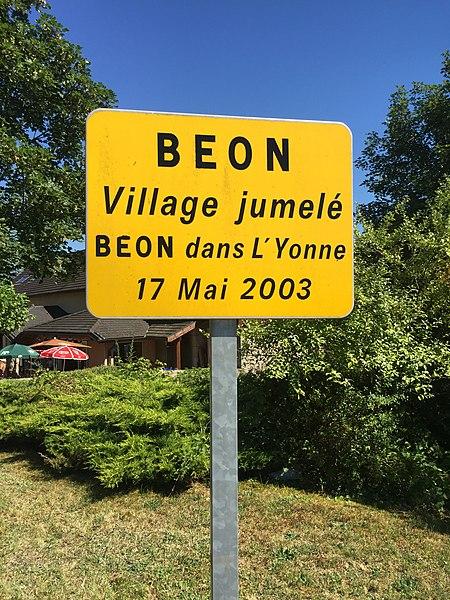 Panneau de jumelage à Béon (Ain).