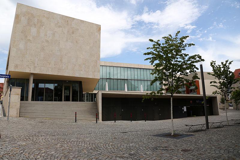 Datei:Bürgerhaus, Stadtbibliothek - Nikolaiplatz Nordhausen - Juli 2015.jpg