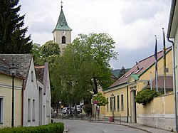 Bad Fischau Thermalbad Kirche.JPG