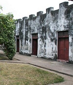 Bagamoyo - Image: Bagamoyo ruins 2007