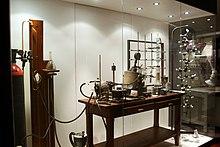Bancone del laboratorio di Giulio Natta, esposto al Museo nazionale della scienza e della tecnologia Leonardo da Vinci di Milano.
