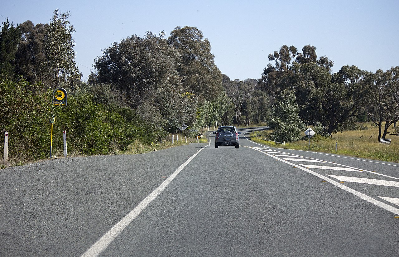 File:Barton Highway near Gooda Creek at Jeir.jpg - Wikimedia Commons