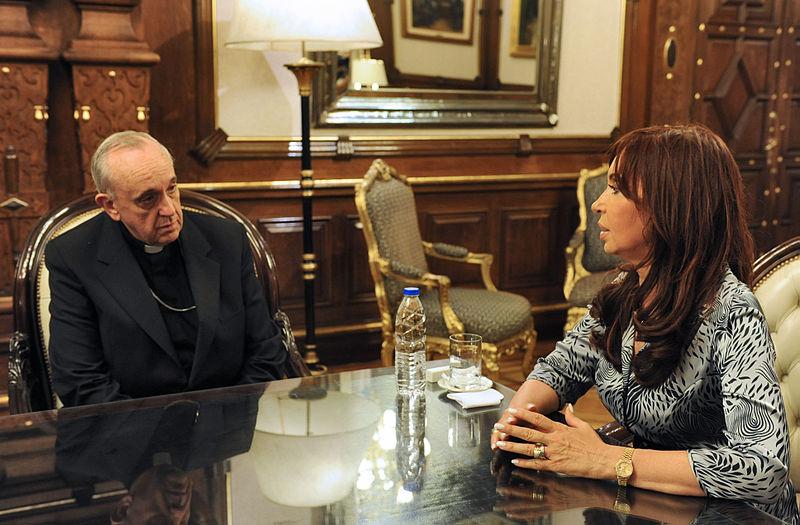 File:Bergoglio Kirchner 2.jpg