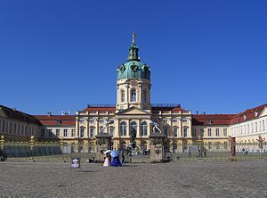 Grand 10 Berlin - The race starts and ends at Charlottenburg Palace.