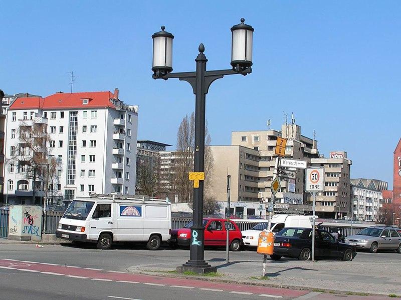 File:Berlin speer-leuchte.jpg