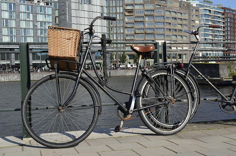 Bike at Prins hendrikkade Amsterdam centraal.JPG