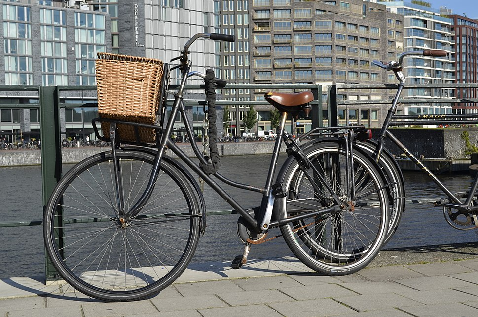 Bike at Prins hendrikkade Amsterdam centraal