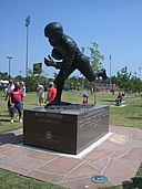 Billy Vessels statue in Heisman Park at Memorial Stadium Norman, OK (1394519858).jpg