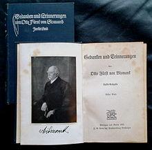"""Erstauflage der zweibändigen sog. """"Volksausgabe"""" der Bismarck'schen Memoiren, Cotta , Stuttgart/Berlin 1905 (Quelle: Wikimedia)"""