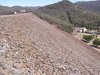 Blowering Dam - Image: Blowering Dam Wall