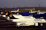 Boeing 737 Lufthansa Line-up at DUS (16005133577).jpg