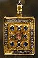 Bottega bizantina, reliquiario a capsula con croce, oro, smalti e pietre preziose, xii secolo.jpg