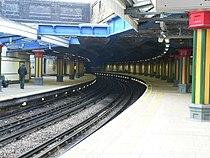 Bow Road tube station 2005-12-10 02.jpg