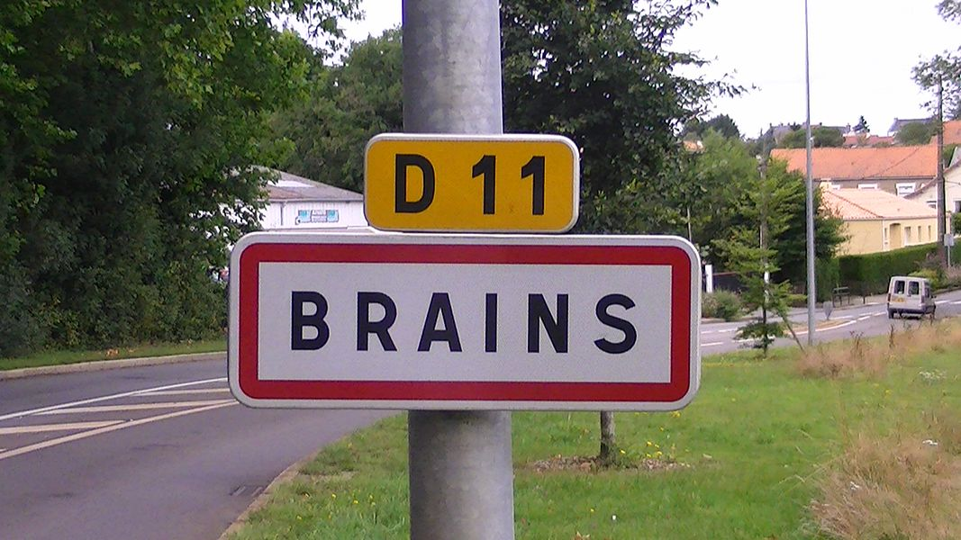 City limit sign in Brains, France
