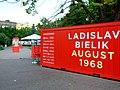 Bratislava, Staré Mesto, Šafárikovo námestie, výstava o srpnu 1968.jpg