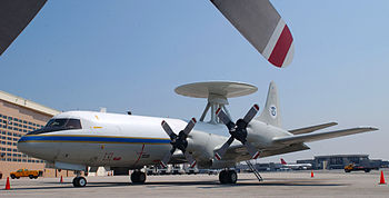 English: Lockheed P-3 Orion with large radar t...