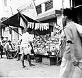 COLLECTIE TROPENMUSEUM Marktstal in Palembang Sumatra TMnr 10002706.jpg