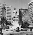 COLLECTIE TROPENMUSEUM Standbeeld van Queen Victoria in het centrum van Durban TMnr 20014804.jpg