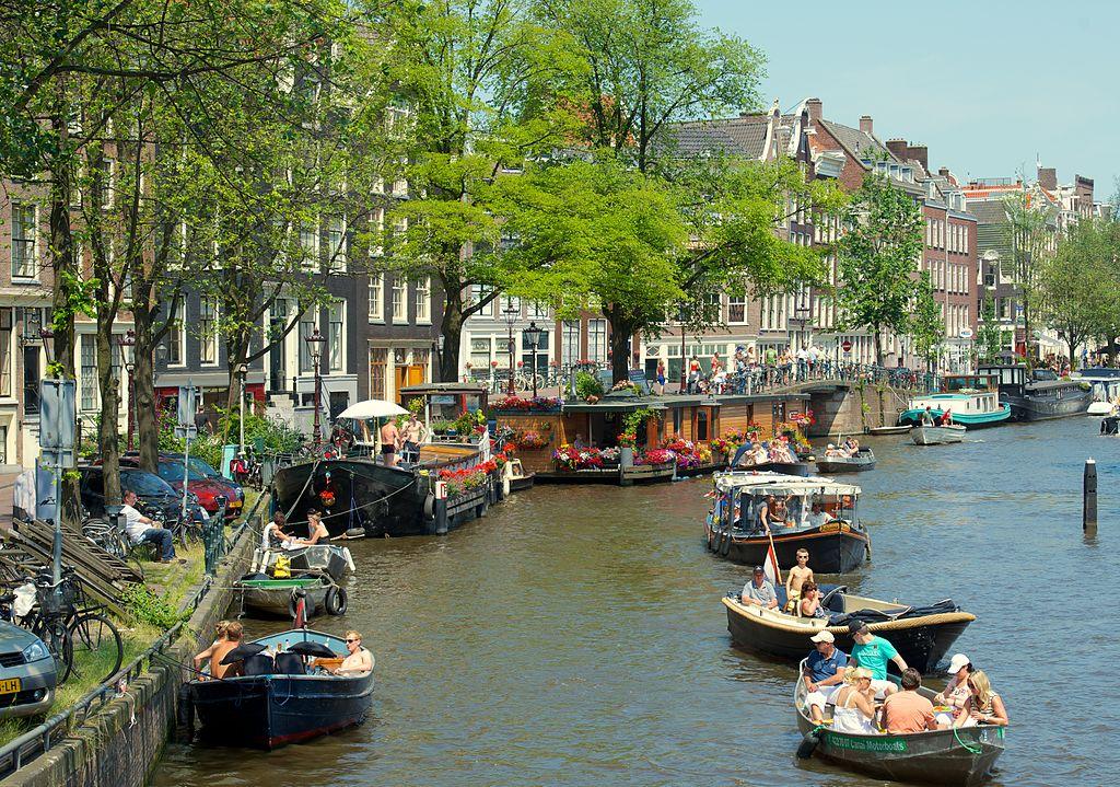 Canal dans le quartier du Jordaan à Amsterdam - Photo de Kevin Mcgill.