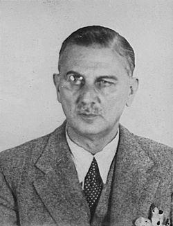 Captain Sigismund Payne Best, with monocle (1939).jpg
