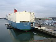 Un Car Carrier nel porto di Rotterdam