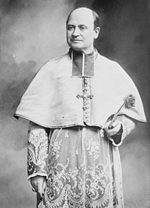 Cardinal Amette, standing three-quarters LCCN2014680634 (2) (cropped).jpg