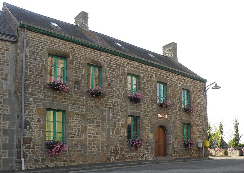 Mairie de Carelles (53).