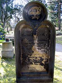 Carl Friedrich Wilhelm Mithoff 1766-1852 Oberlandbaumeister, Grabmal in Celle, Hehlentorfriedhof östlicher Teil.jpg