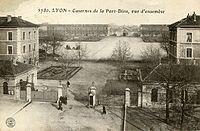 Casernes de la Part-Dieu Lyon Carte postale.jpg