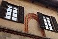 Castiglione olona, palazzo branda, esterno 04 ghiere di finestre decorate.jpg
