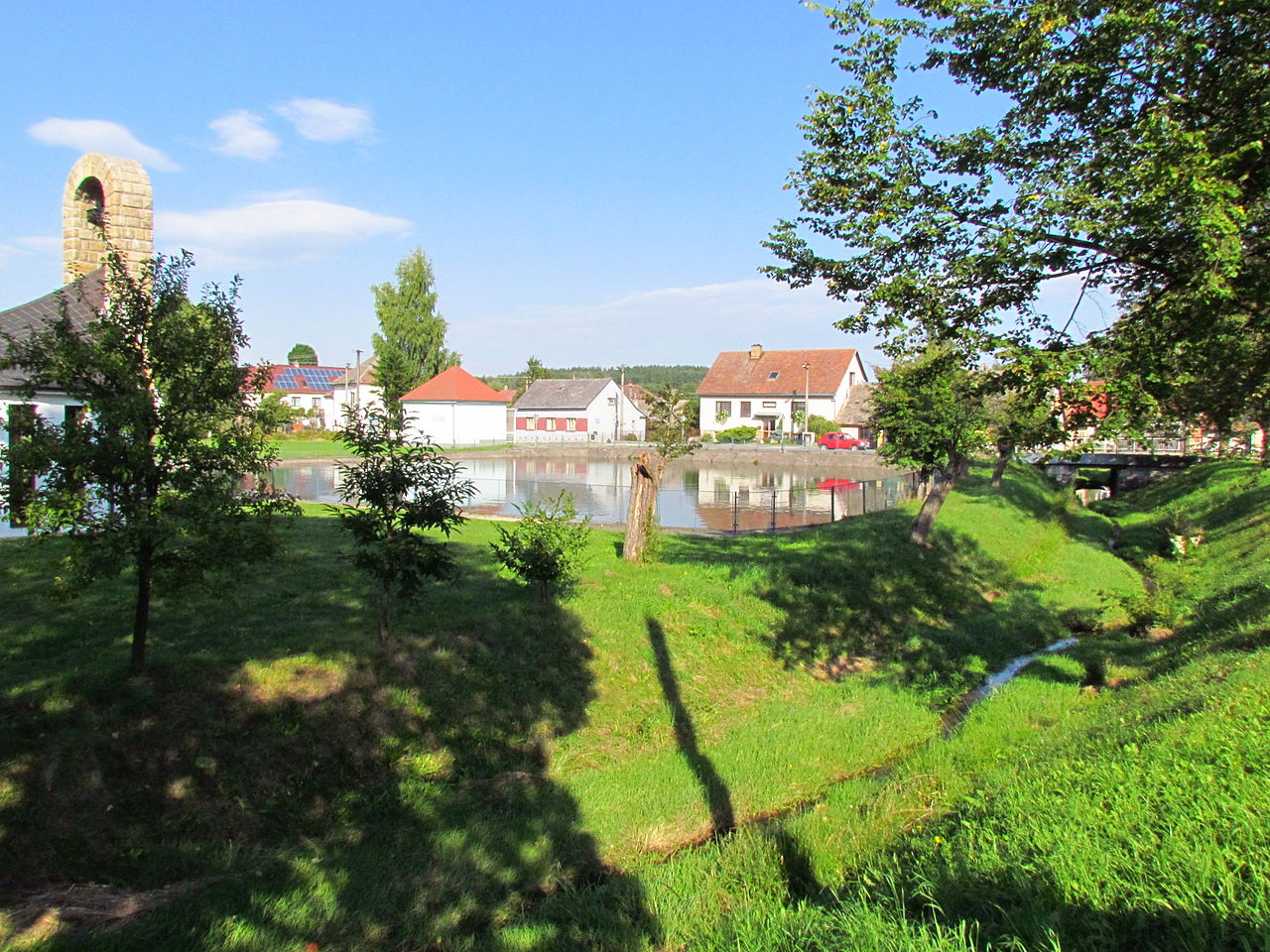 File Center And Pond In Svatoslav T Eb District Jpg Wikimedia Commons