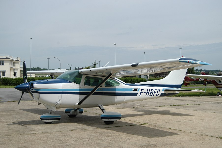 F-HBFC is a 1980 Cessna 182Q originally fitted with a Continental O-470 engine which has been retrofitted with an SMA SR305-230 engine. The cowling has been changed to accommodate the new engine with improved air inlets.