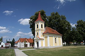 Chapel in Luznice village in summer 2011 (2).JPG