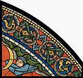 Chartres VITRAIL DE LA VIE DE JÉSUS-CHRIST Motiv 29 sommet de la fenêtre figure de la Sainte Vierge tenant son Fils sur ses genoux.jpg