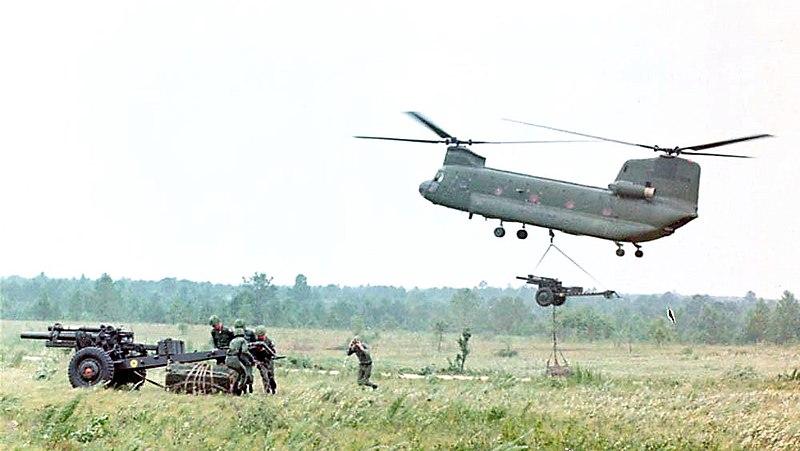 File:Chinook Vietnam 105mm.jpg