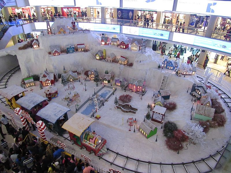 File:Christmas-new-year-celebrations-at-express-avenue-mall-chennai-1.jpg