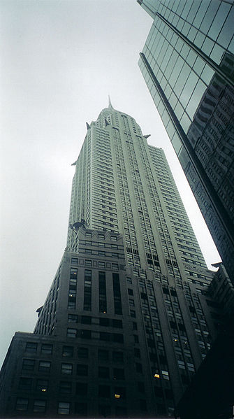 http://upload.wikimedia.org/wikipedia/commons/thumb/a/a1/Chrysler_building_du_bas.jpg/335px-Chrysler_building_du_bas.jpg