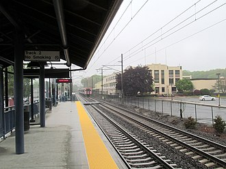 Clinton station (Connecticut) - The platform at Clinton looking westbound
