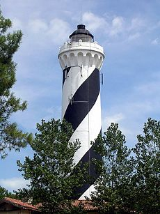 http://upload.wikimedia.org/wikipedia/commons/thumb/a/a1/Contis_phare_10.JPG/230px-Contis_phare_10.JPG