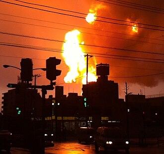 Cosmo Oil Company - Image: Cosmo Oil explosion 2 20110311CROP